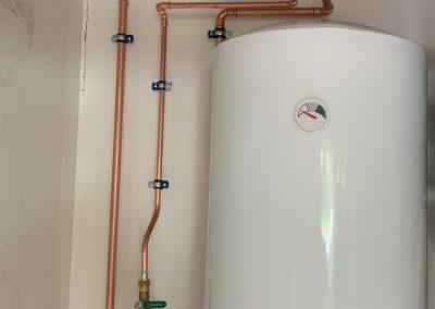 Lämminvesivaraajan asennus